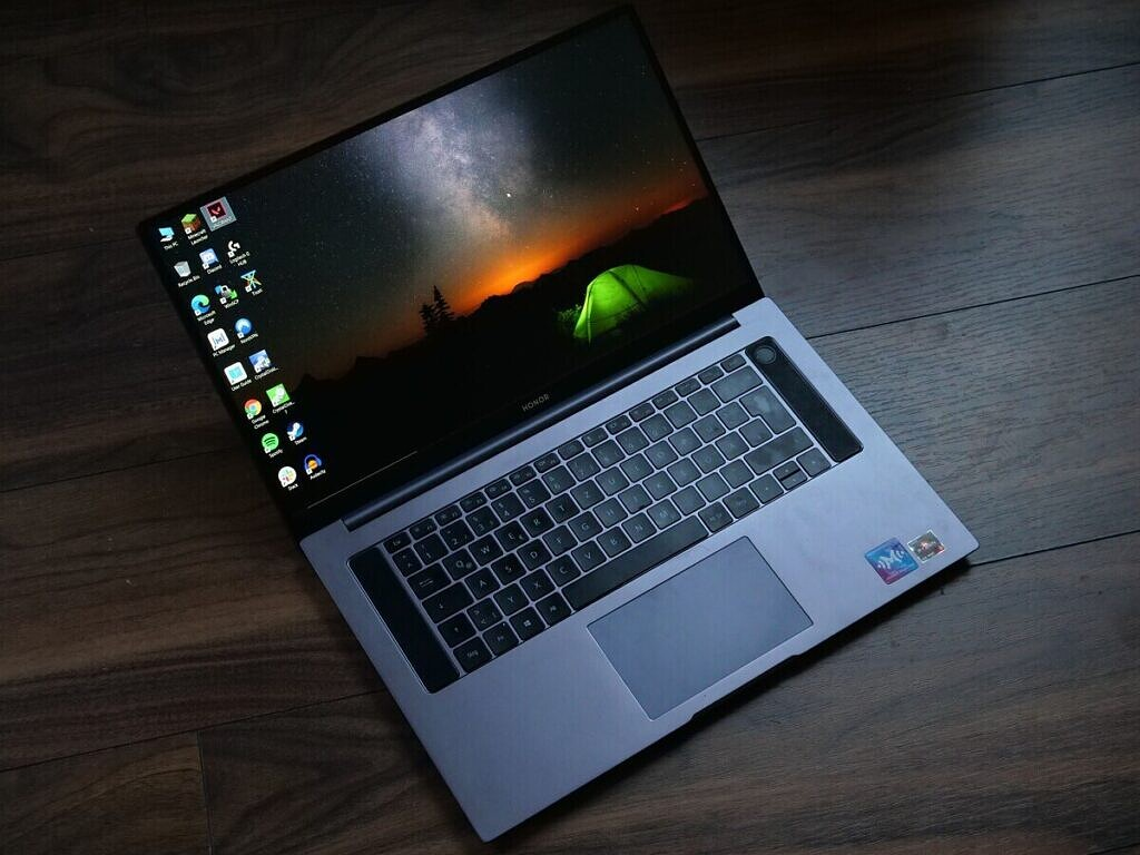 Honor MagicBook Pro Front